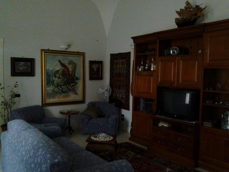 Appartamento via dalbono portici napoli proponiamo in for Case con portici