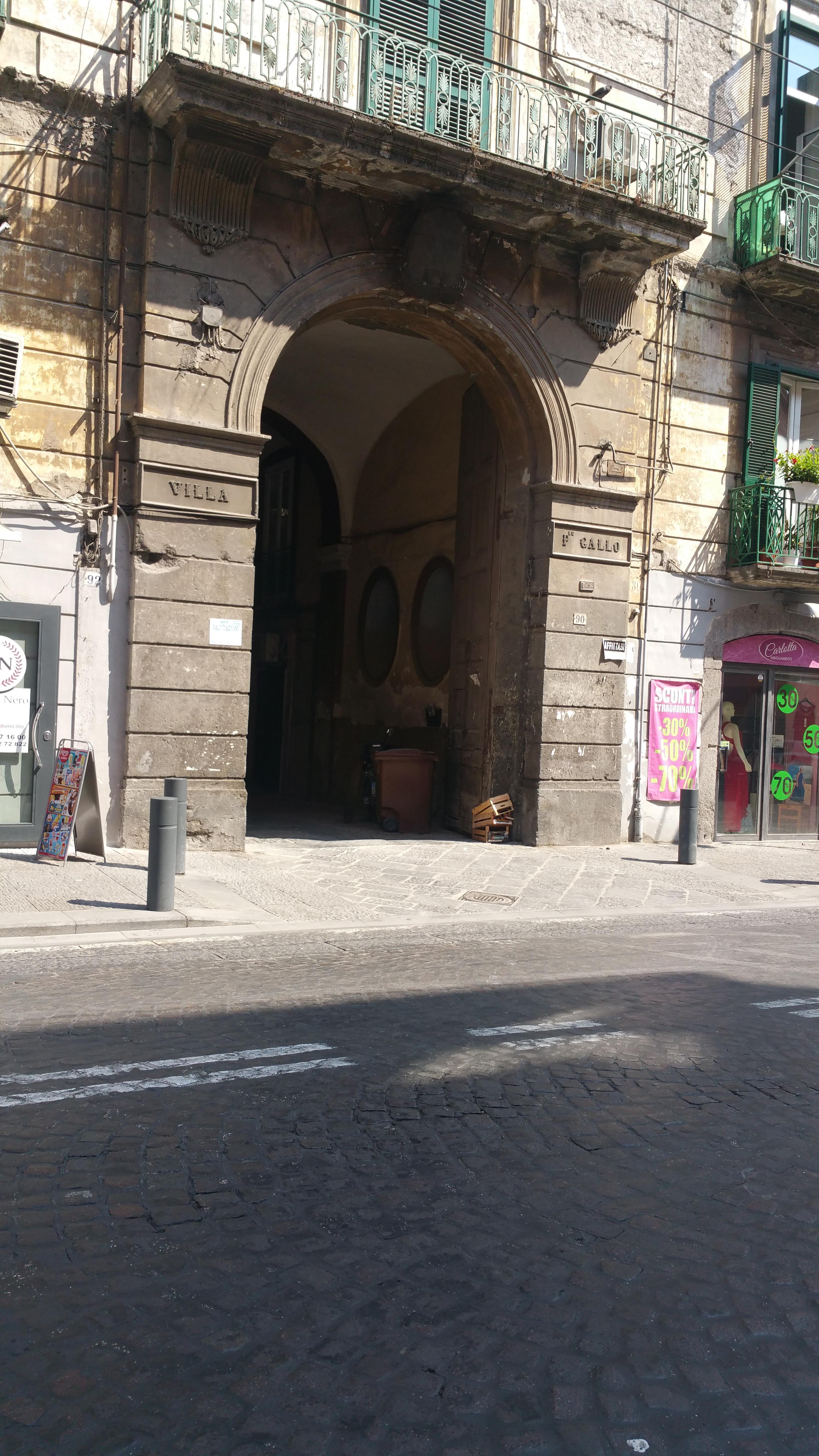 Vendesi appartamento corso garibaldi portici na da for Vendesi appartamento