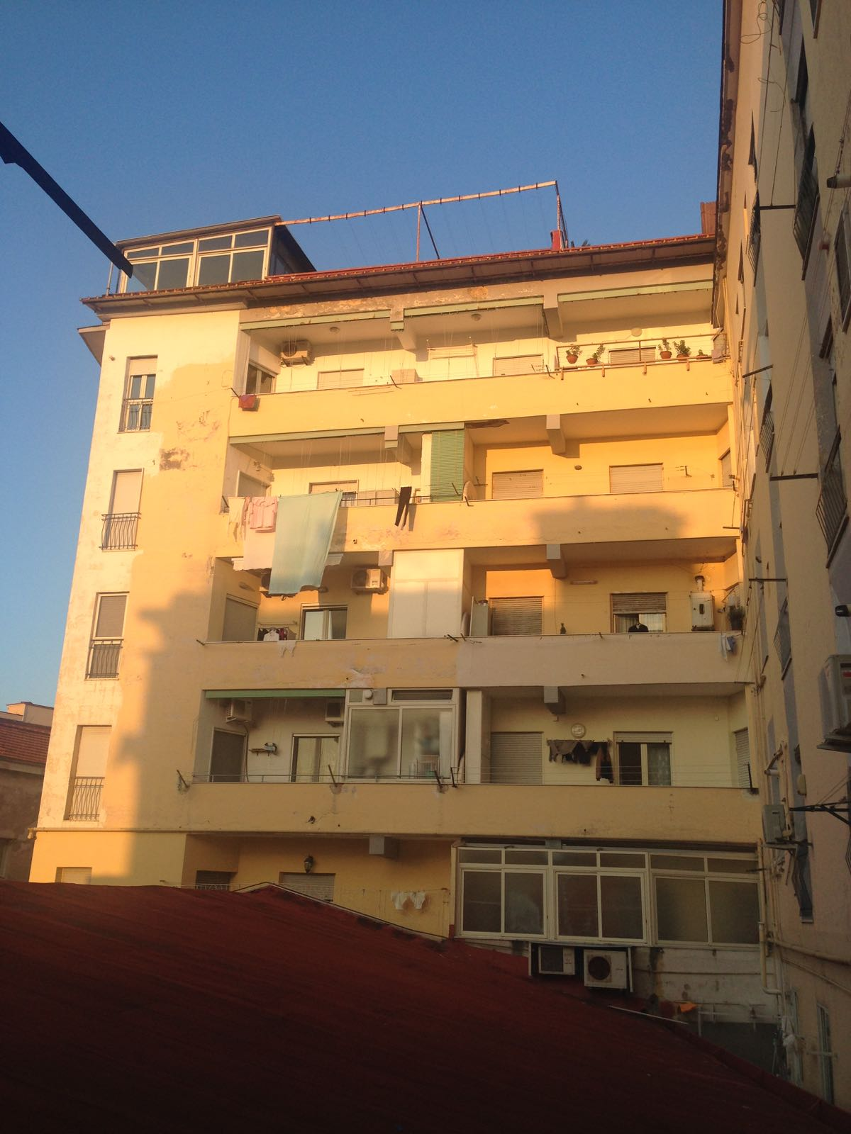 Vendesi appartamento via libert porticitempo di casa portici for Piani di casa con portici schermati e sunrooms
