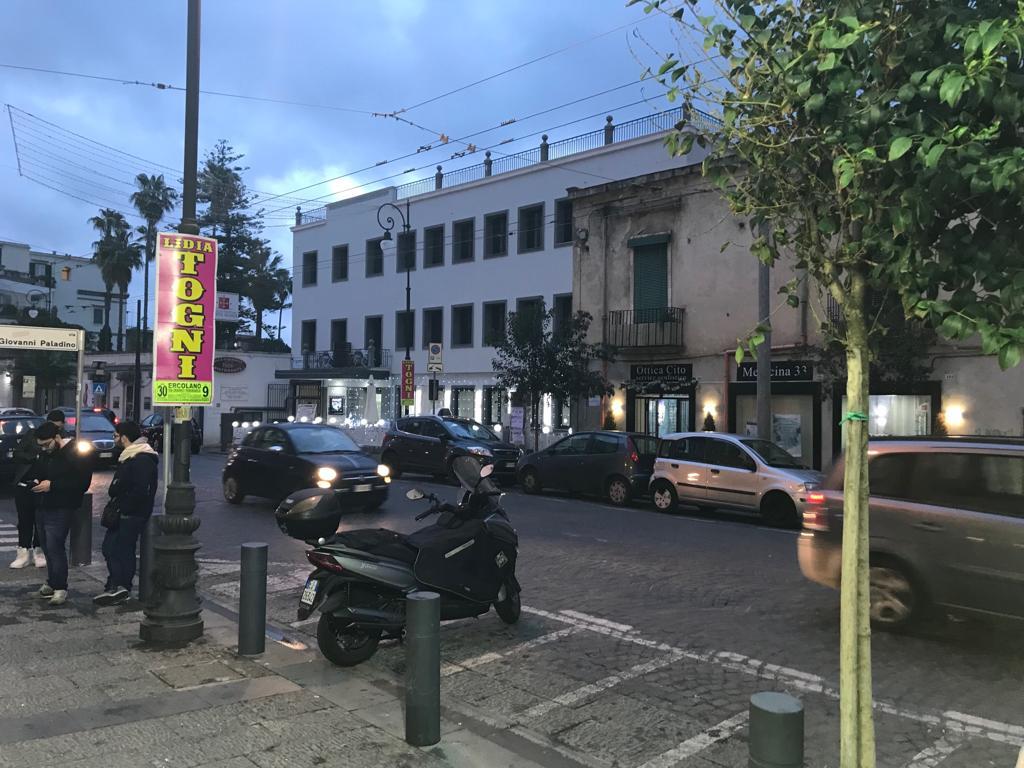 Fittasi Locale Commerciale Corso Garibaldi Portici Na