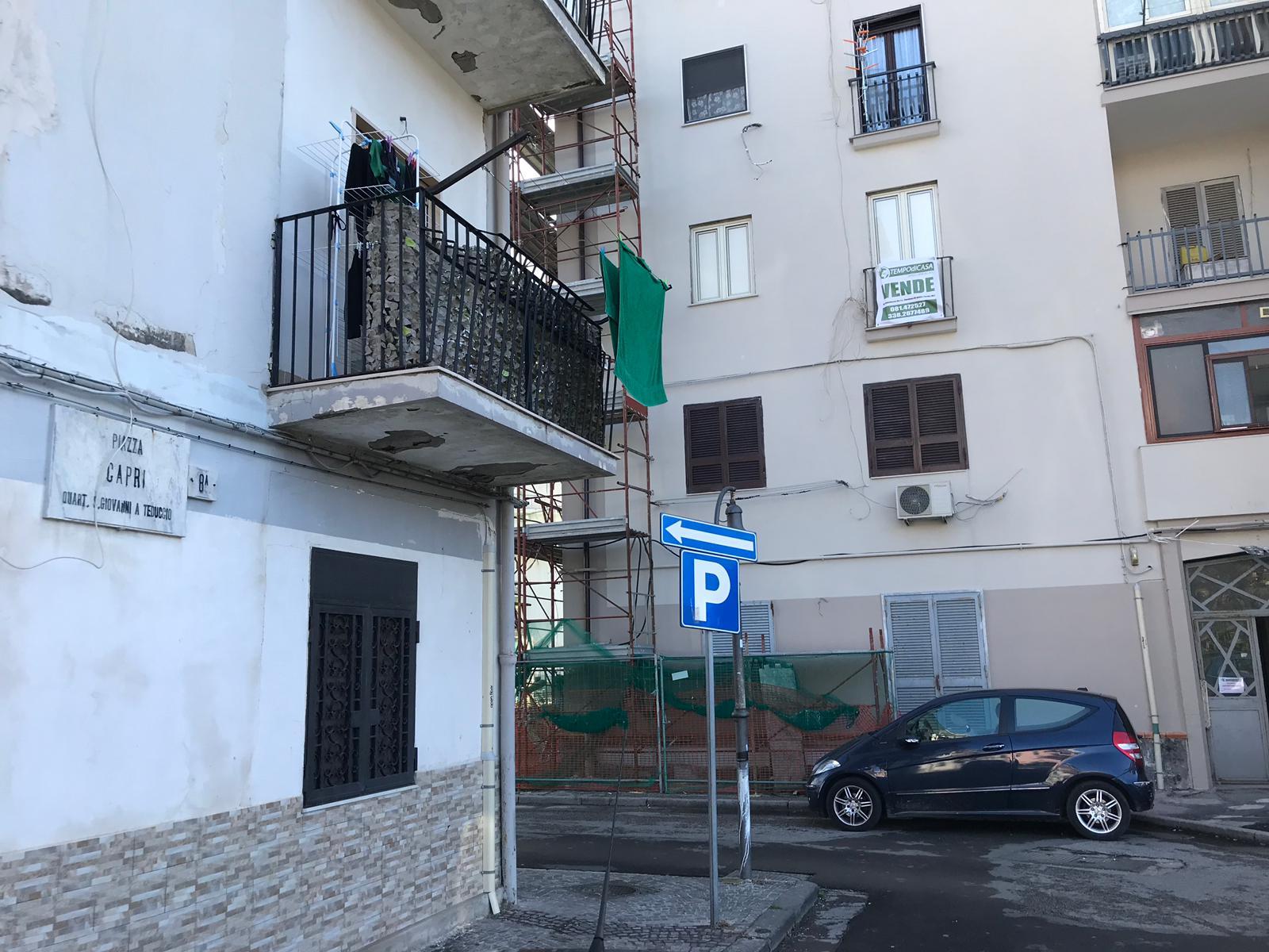 Vendesi appartamento piazza capri san giovanni a teduccio for Vendesi appartamento