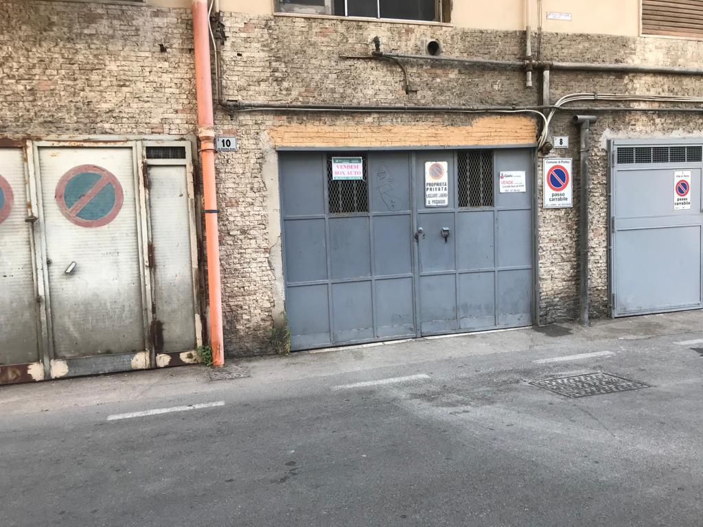 Vendesi Box Auto Doppio Viale Gioacchino Rossini Portici Na